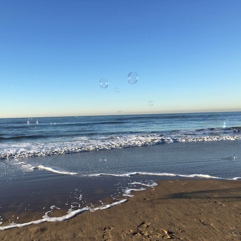zeepbellen boven zee vierkant