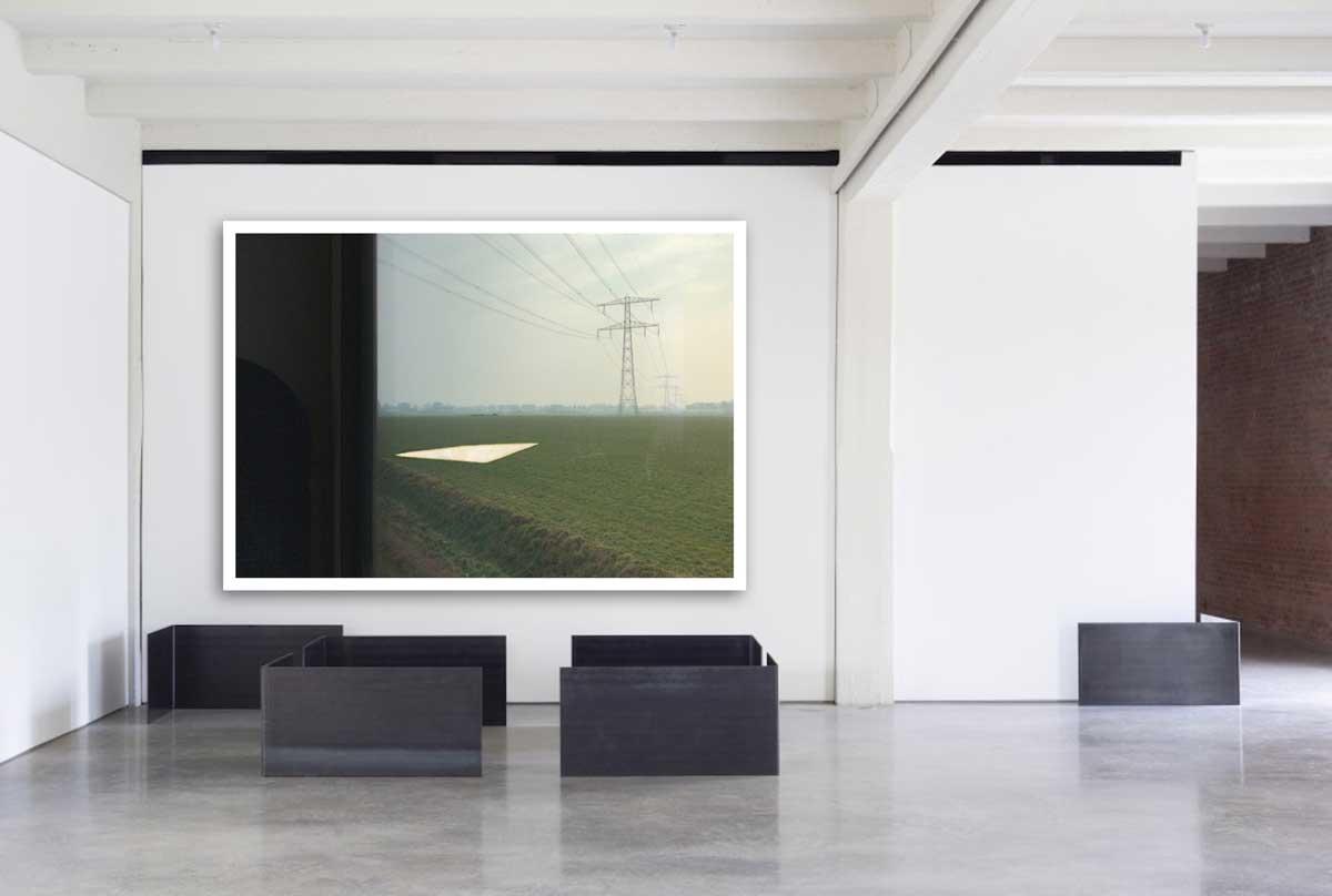 'A Minimal Life 5' samen met zwarte objecten van Donald Judd in de Judd Foundation, Marfa (VS)